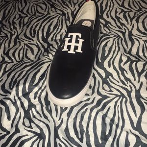Tommy walking shoes